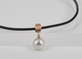Pendant - Brushed gold with South Sea pearl