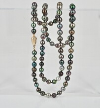 Rope length of Tahitian pearls with a handmade yellow gold clasp